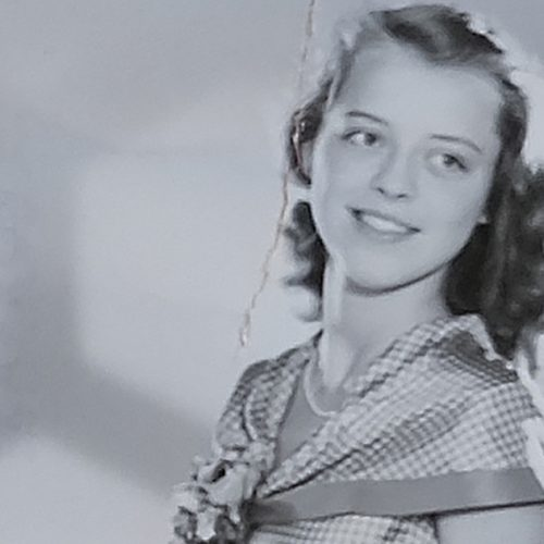 Jane i sin första långklänning inför resan till Schweiz, 1947