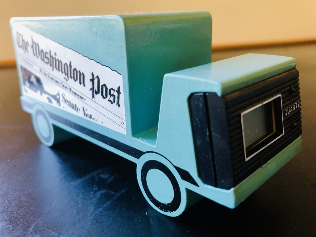 Att designa tidningstruckarna för Washington Post föll på min lott. Det här är en bordsvariant/brevpress kombinerad quartz-ur.